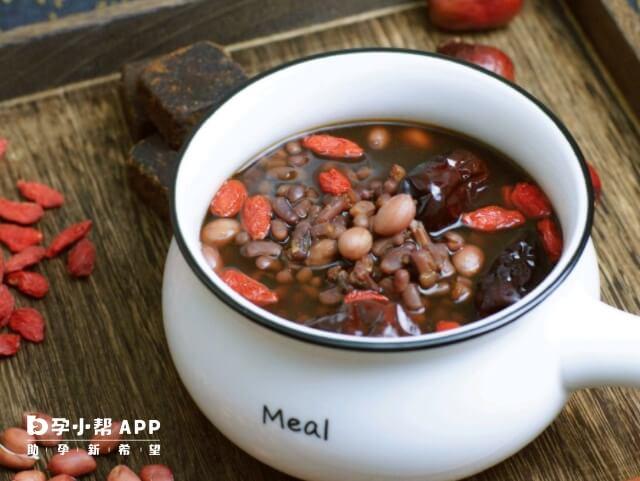 月经量少可以喝五红汤
